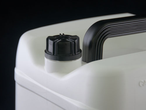 Closeup of 33mm Cap on Universal Jerry can 20L